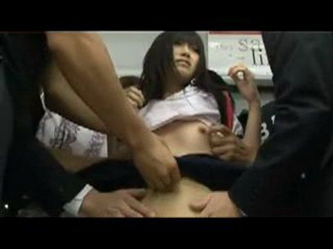 Japanese Schoolgirl Kotomi Asakura Groped in the Subway