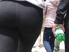 Following a nice jiggly ass
