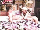 1 scene avec blonde et 1 scene de lesbienne