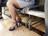 Candid milf sexy long legs, feets toes